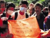 משגב: תורמים מזון וכסף לתושבי נפאל